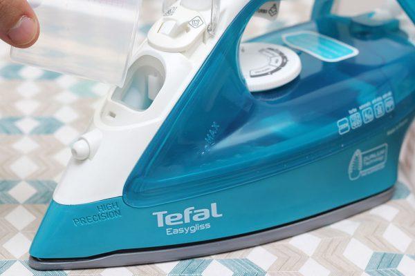 ban la hoi nuoc tefal fv3925 2 600x400 - Bàn ủi hơi nước Tefal FV3925 chính hãng