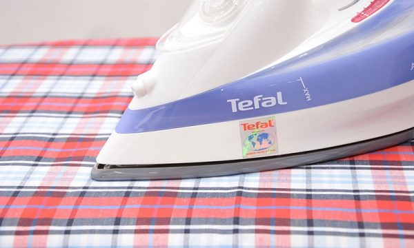 ban la hoi nuoc tefal fv5330 3 600x360 - Bàn là hơi nước Tefal FV5330 chính hãng